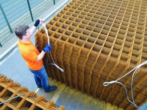Flexible Ladungssicherung von Stahlbetonmatten